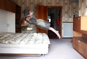 23 YESTERDAY'S TOMORROWS - FLYING GIRL-klein