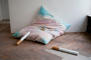 daniel ferstl; limbo (installation view); 2013; hand dyed canvas:yarn:zipper:newspapers:palisade wood:enamel; 200x140 cm @JeRegretteBerlin-klein